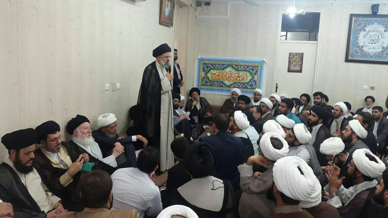 حضور حضرت حجت الاسلام والمسلمین رئیسی در بیت حضرت آیت الله موسوی جزایری و دیدار با علماء و روحانیون استان خوزستان