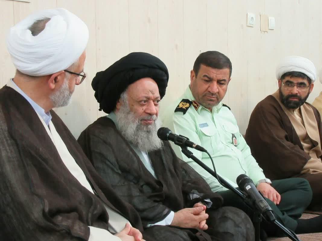 دیدار فرمانده ی نیروی انتظامی و رئیس سازمان عقیدتی سیاسی ناجا با حضرت آیت الله موسوی جزایری
